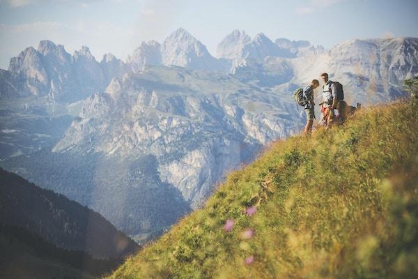 En grupp tonåriga vänner, äventyr på berget, på de italienska Dolomiterna.