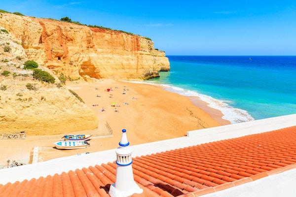 Algarve är det mest populära turistmålet i Portugal och en av de mest populära i Europa.