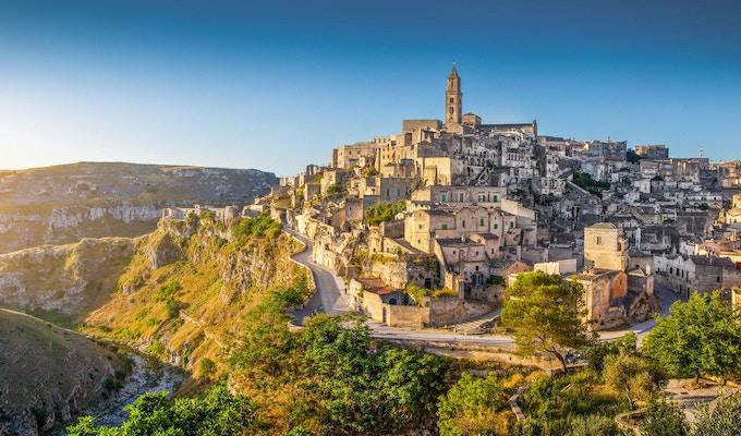 Panoramautsikt över den forntida staden Matera (Sassi di Matera), europeisk kulturhuvudstad 2019, på soluppgången, Basilicata, södra Italien.