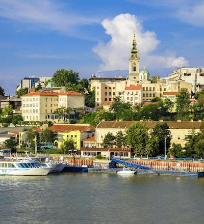 Belgrad historiska centrum på stranden av floden Sava