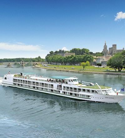 Fartyget MS Van Gogh seglar vid floden Rhone