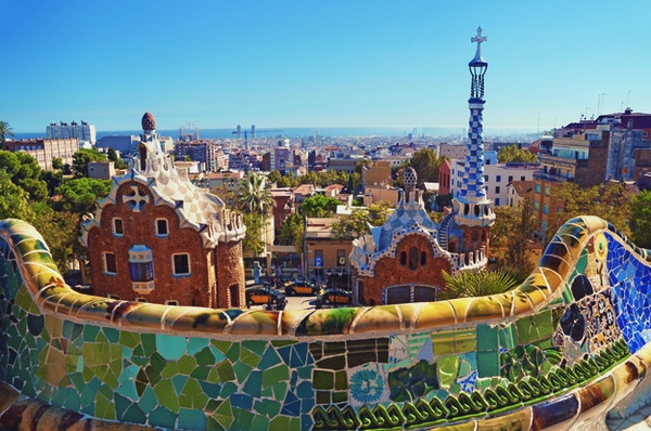Parc Guell i Barcelona. Park Guell beställdes av Eusebi Güell och designades av Antonio Gaudi.