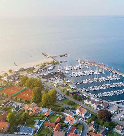 Flygfoto Båstad, hamnen, tennisbanor, Hotel Skansen, Kallbadhus
