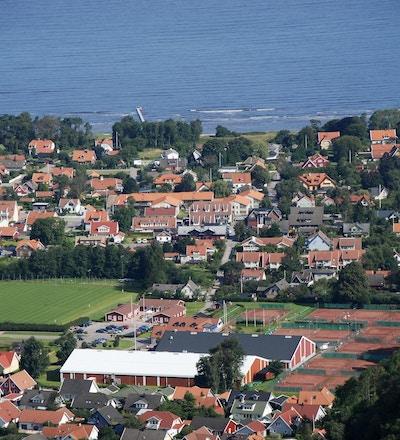 Fotbollsplaner, tennisbanor, havet, Båstad, Sverige