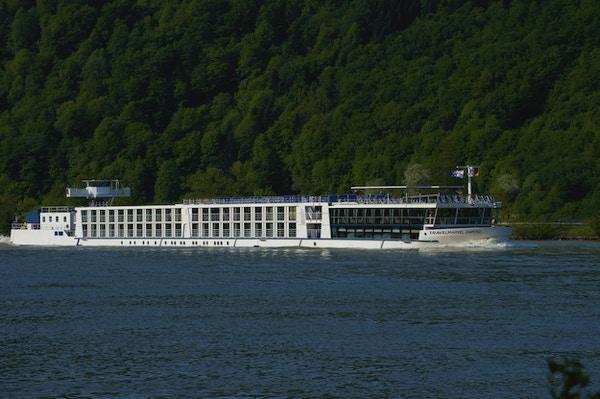 MS River Diamond seglar på Rhen