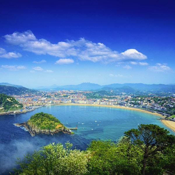 Sikt av San Sebastian-bukten, baskiska provinser, Spanien. Sammansatt foto