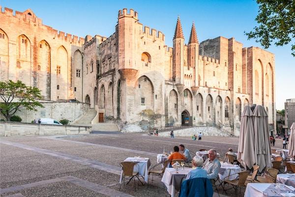 Påvenpalatset i Avignon som blev bostaden för påven 1309. Slottet upptar ett område på 2,6 tunnland. 5 september 2011 Avignon.