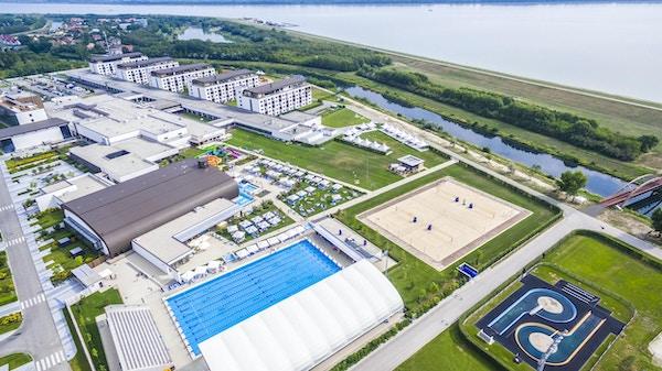 50-meters utomhusbassäng, water slides, beach volley, hotel