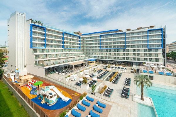 Utomhuspool, bar, restaurang, solstolar, L´Azure Hotel, Lloret de Mar, Spanien