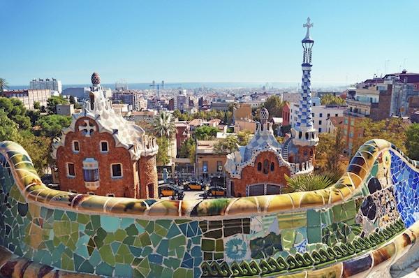 Parkera Guell i Barcelona. Park Guell beställdes av Eusebi Güell och designades av Antonio Gaudi.