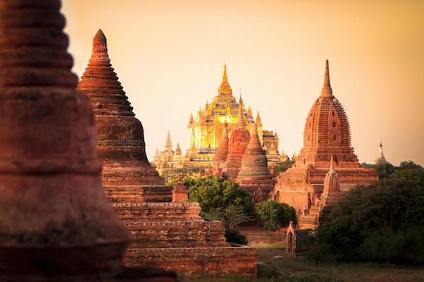 Världsarv Bagan med sina fantastiska tempel i vackert solljus