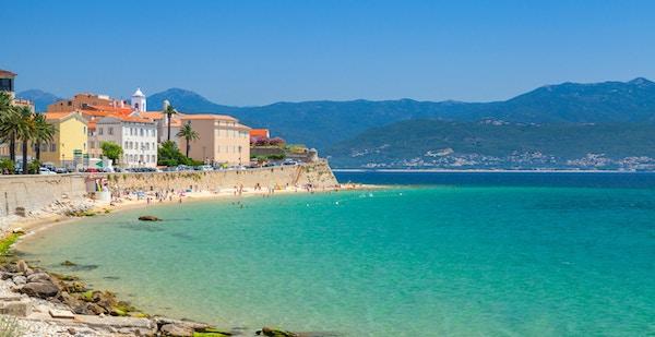 Ajaccio, ö på Korsika, Frankrike. Kustlig stadsbildspanorama