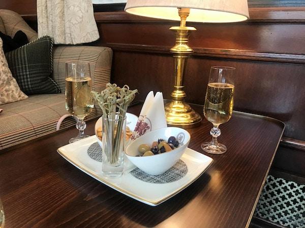 Royal Scotsman Champagne