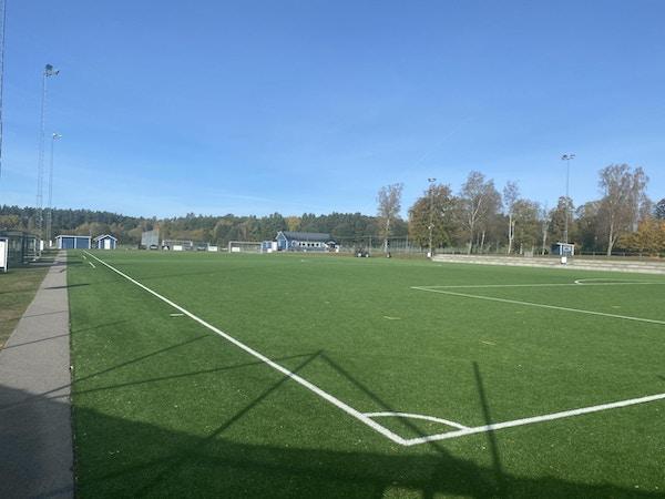 Konstgräsplan, en solig dag, Kallinge, Sverige