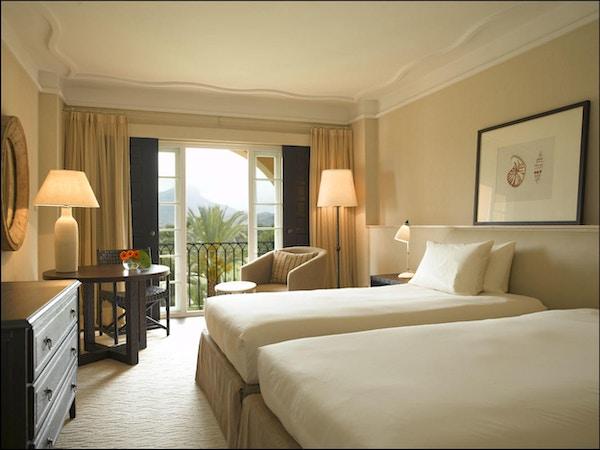 Hotellrum i mjuka färger