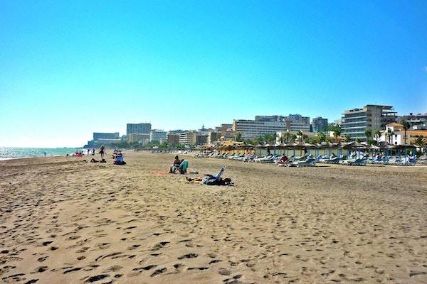 Sandstrand en solig dag, Torremolinos, Spanien
