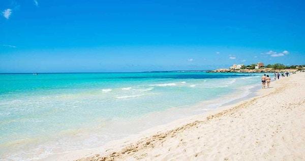 Es Trench är en av Mallorcas bästa stränder, ca 2km från Colonia