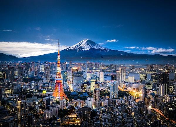 Utsikt över Mt. Fuji och Tokyo horisont i skymningen.
