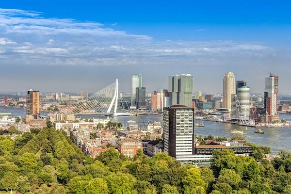 Flygfoto över det moderna centrum av Rotterdam