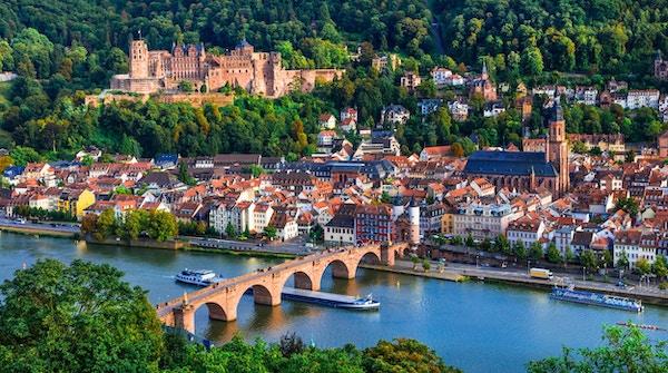 Res i Tyskland - stadsbild av den pittoreska historiska Heidelberg