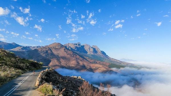 Cykeltur på Taffelberget, solig dag med moln under, Kapstaden, Sydafrika