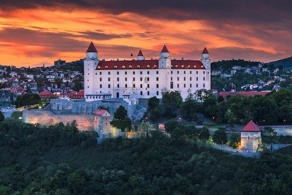 Slottet i Bratislava (Slovakien) vid solnedgången