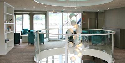 Snygg lobby. Foto.