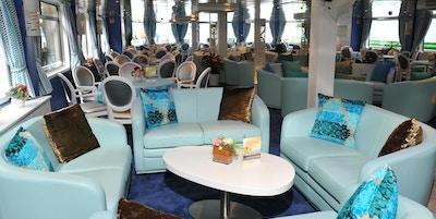 Snygg lounge ombord på Cyrano De Bergerac