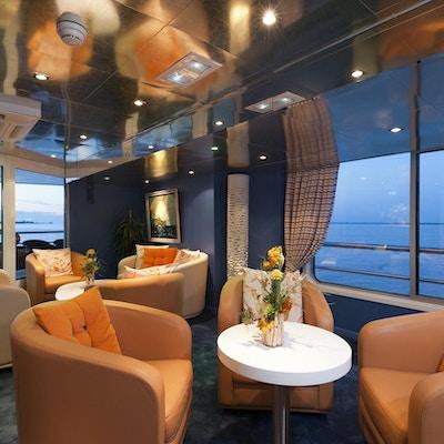 Modern och elegant lounge med ombord