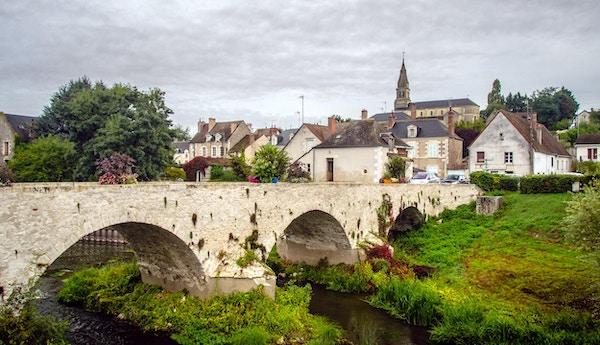Liten by i Loire-dalen.