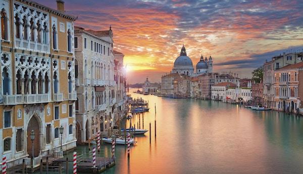 Vackra Venedig vid solnedgången