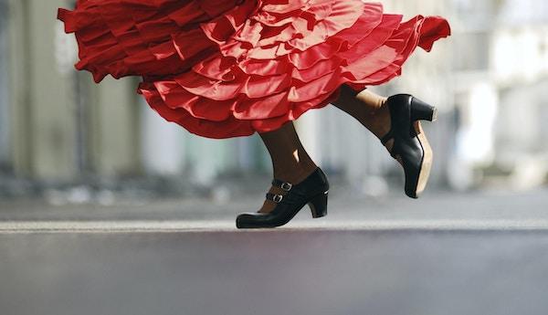 Kvinna som dansar Flamenco.