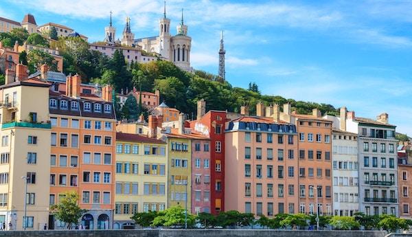 Lyon stadsbild från Saone-floden med färgglada hus