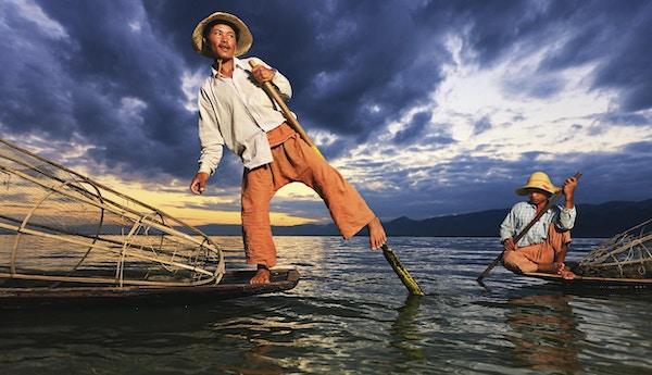 Roterande fiskare på sjön Inle är en viktig turistdestination i Myanmar (Burma).