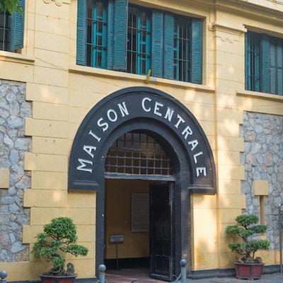 Ingång till fängelset i Hanoi. Foto.