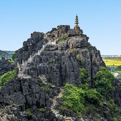 Häng Mua (Mua Cave berg) solnedgångsikt i Ninh Binh, Vietnam