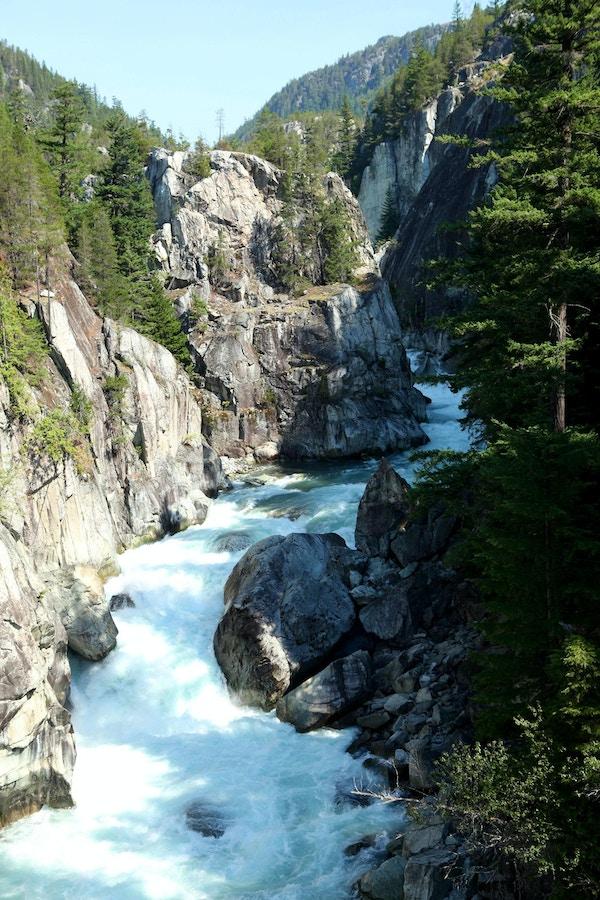 Kanada rocky mountaineer klippiga bergen tagresa vattenfall1