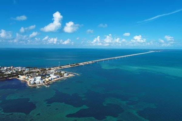 7 mil bron och öar i vägen till Key West, Florida Keys, USA. F