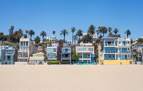 Santa Monica strandhus och strandpromenad.