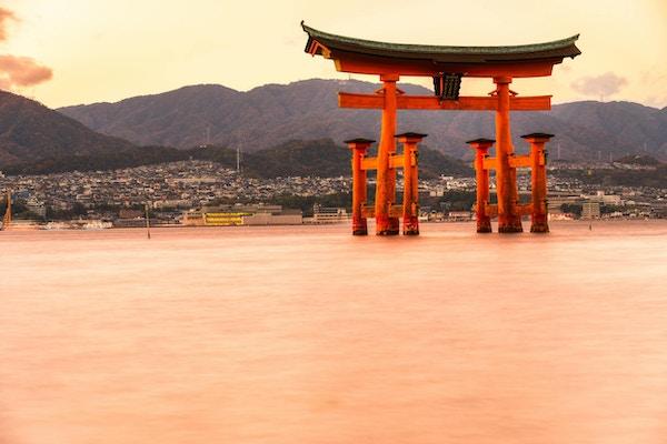Miyajima, den berömda flytande Torii-porten, Japan.