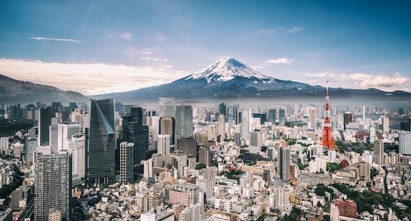Utsikt över Mt. Fuji, Tokyo Tower och trånga byggnader i centrala Tokyo.