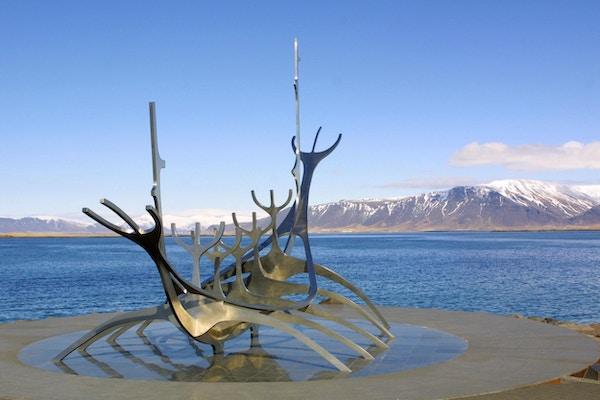 Solfari (Sun Farer) skulptur i Reykjavik hamn