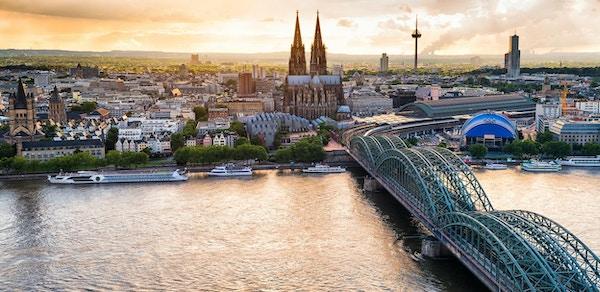 Panoramautsikt över Köln vid solnedgången