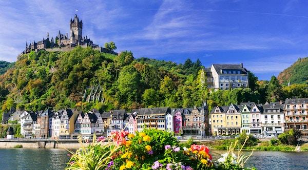 Bildmedeltida Cochem stad - turistattraktion i popullar i Tyskland
