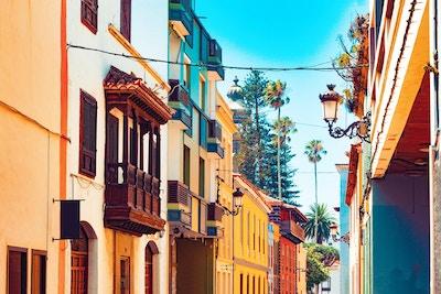 Kanarieöarna. Teneriffa, byn La Laguna. Resor och turism på Kanarieöarna