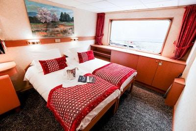 Dubbelsängstugor på huvuddäcket ombord på MS Rhone Princess-fartyget