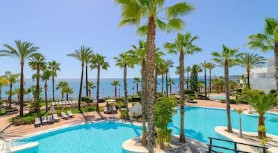 Poolområdet med utsikt över havet, H10 Estepona Palace