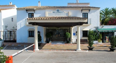 Hotellentrén, blå himmel, BlueBay Banus, Marbella, Spanien