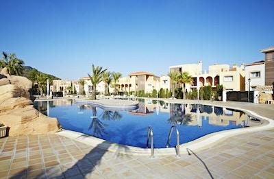 Poolområde, blå himmel, sol, La Manga Club Resort, Spanien