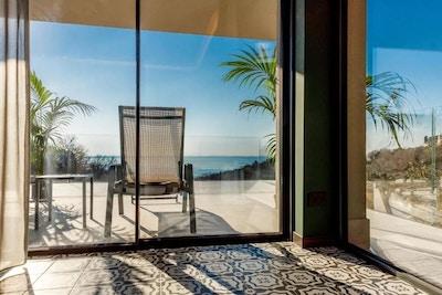 Rum med balkong, solstol, plamer och utsikt över Gardasjön, Deville Hotel & Spa, Costermano, Garda, Italien